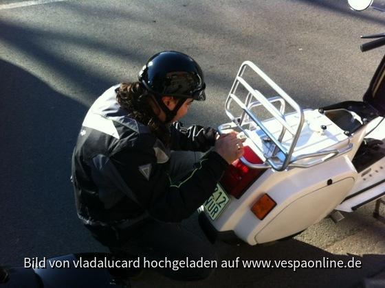 """Vlada beim putzen """"während"""" der Tour :-)"""