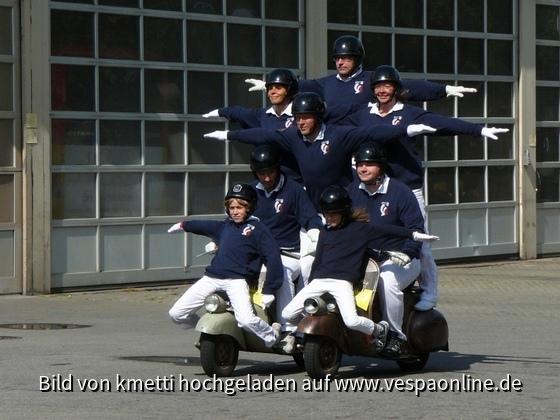 Vespastunt bei der 20-Jahr-Feier des Vespaclubs Reutlingen