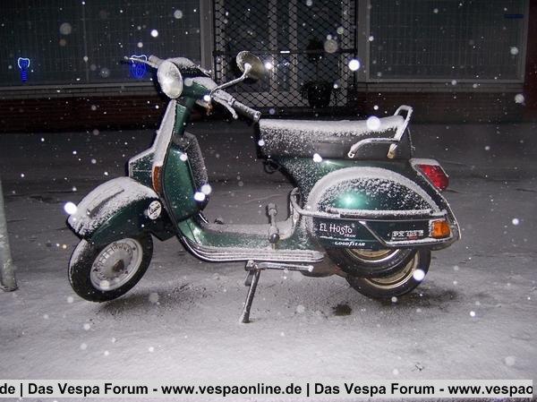 Vespa PX 125 Lusso im Schnee
