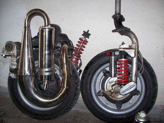 ausgebauter Motor und Vordergabel