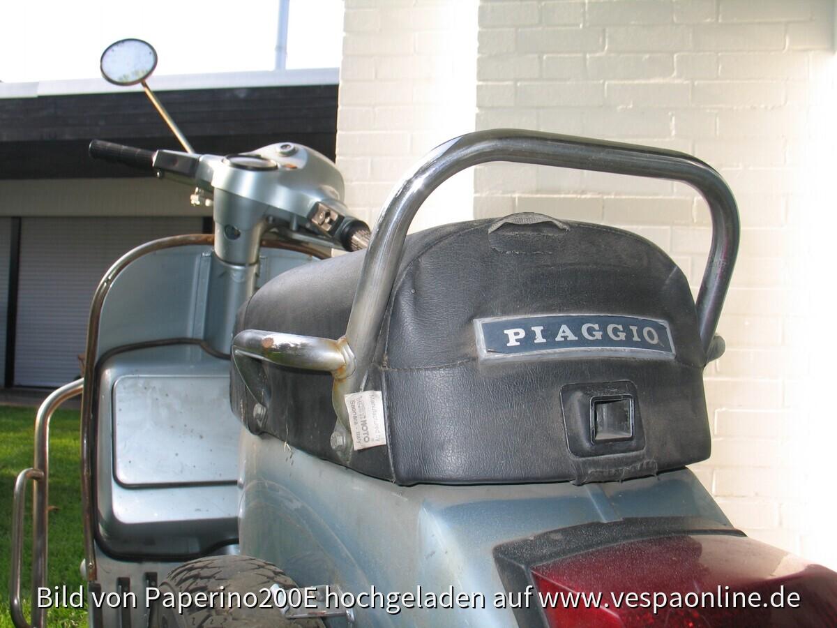2009-10-30 Stephan und Vespa vor erster Wäsche (nach erstem Rostabschliff)058~1