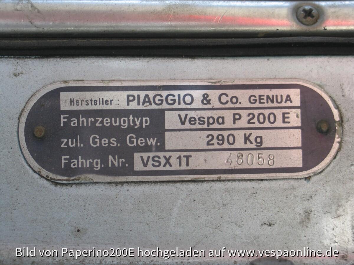 2009-10-30 Stephan und Vespa vor erster Wäsche (nach erstem Rostabschliff)038~1