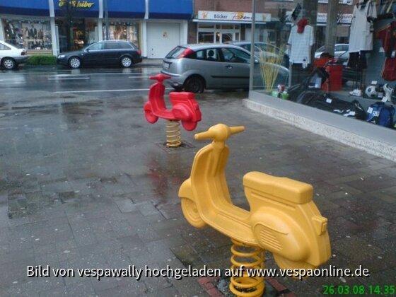 Geilenkirchen Vespa rot & gelb.jpg