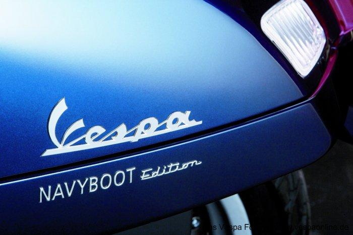 Vespa GTS 125 NAVYBOOT Aufschrift.jpg