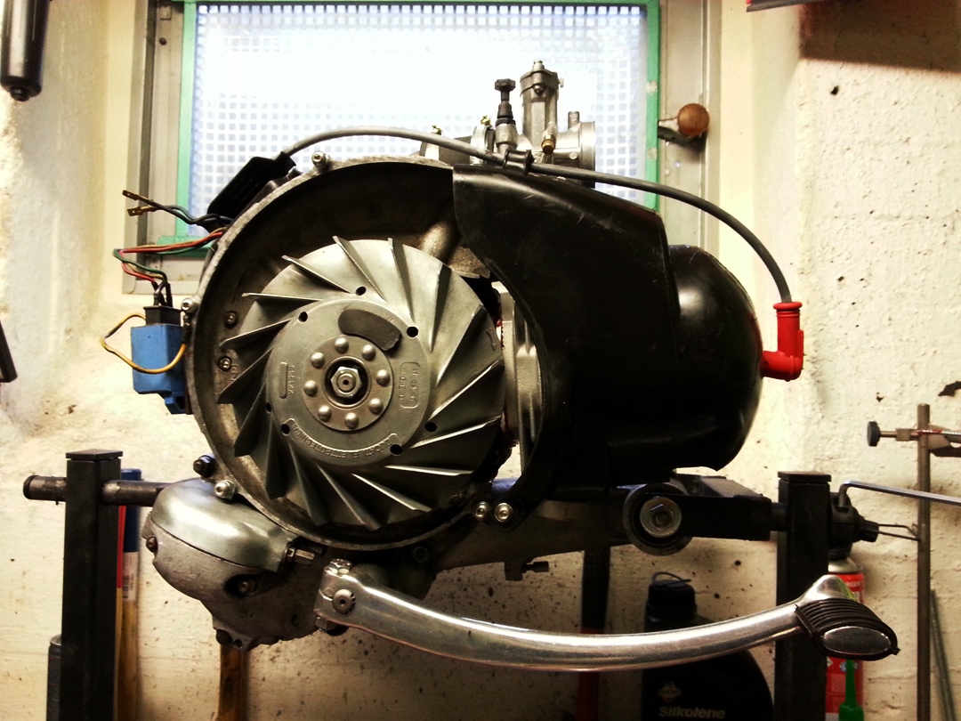 Motor mit Hutze