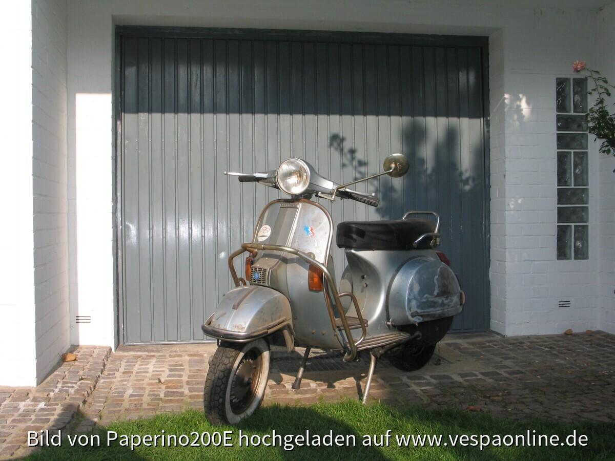 2009-10-30 Stephan und Vespa vor erster Wäsche (nach erstem Rostabschliff)082~1
