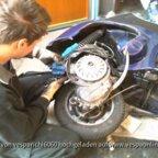 Gandi ärgert sich beim Motor einbau! *gg*
