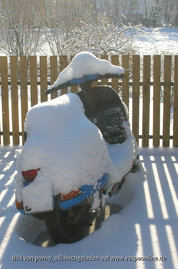 Vespa im Schnee