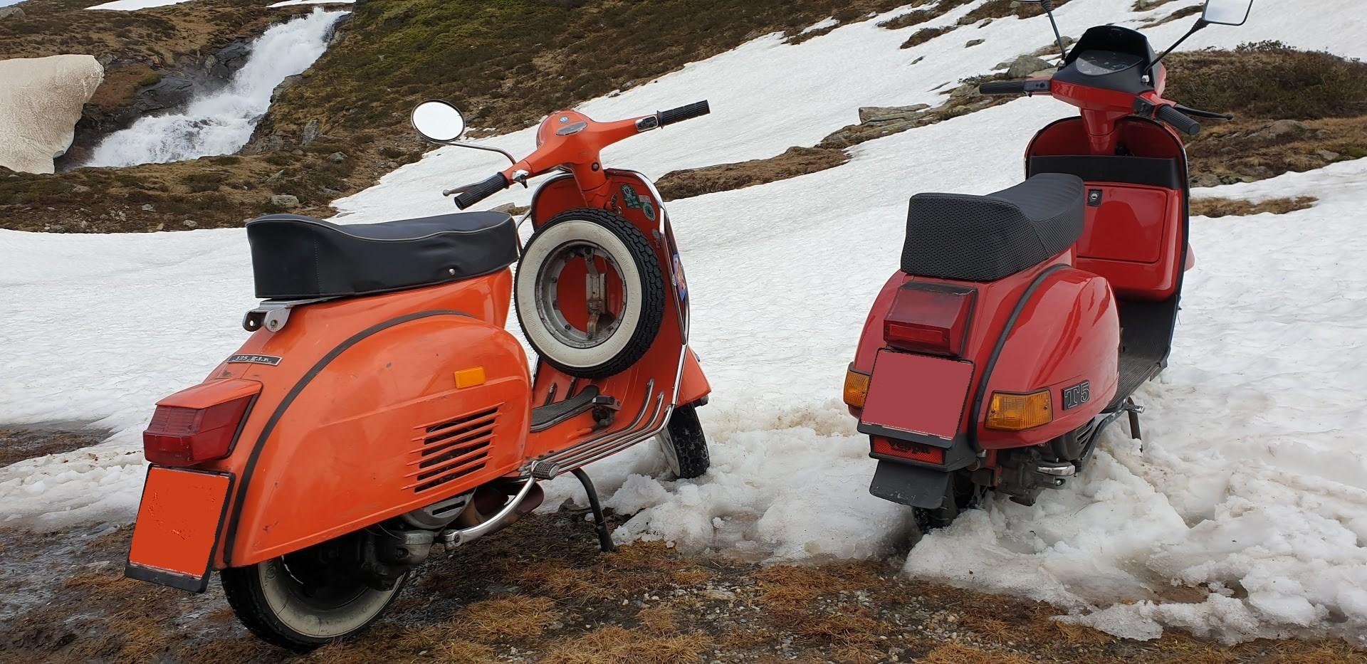 Vespas im Schnee